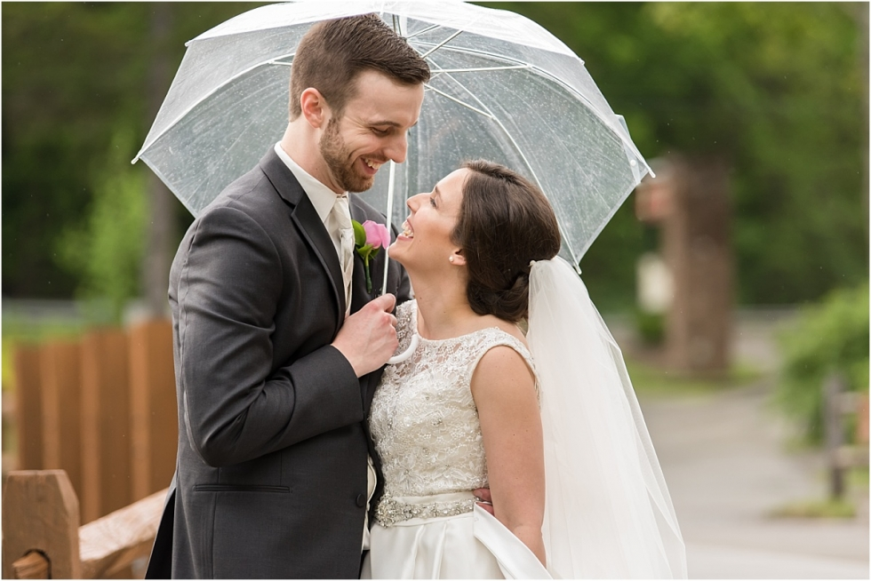 Rainy day wedding pictures in Pittsburgh.